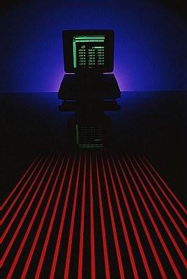 computer acceso in stanza buia